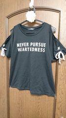 SEXY肩魅せ☆CHiP CLiPの編み上げ紐付き袖&肩開きシンプル英字Tシャツ