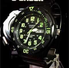 海外希少CASIOカシオ腕時計アナデジ10M耐水性グリーンブラック