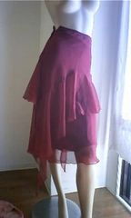 ワイン色の可愛いヒラヒラスカート