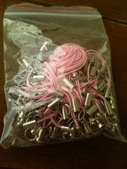 ストラップパーツビーズハンドメイド約100本手づくりピンク