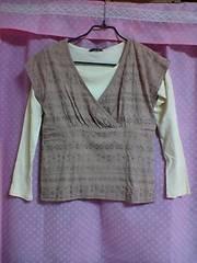 新品:サイズM:ピンクベージュにレインボーラメ柄半袖&オフホワイト無地長袖シャツ