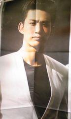 「GENESIS OF 2PM」読売新聞等身大パノラマテギョン