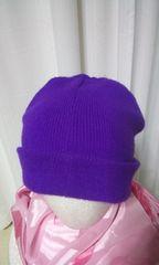 パープルカラーのニット帽子です。ぐ〜と伸びて温かい(G127