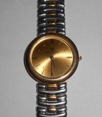 スイス製Mario Valentino クオーツ腕時計電池新品です。