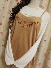 大きいサイズ★可愛い♪胸花刺繍☆袖首フリルふんわりスエードキャミアンサン4L