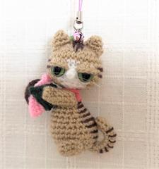 送料無料◆あみぐるみ◇やさぐれ茶トラ猫の桜餅*ストラップ