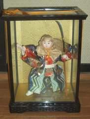 五月人形弁慶ガラスケース入りです。