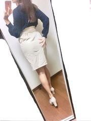 *ベージュのタイトスカート*