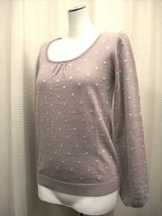 【earthmusic&ecology】刺繍入りグレイッシュピンクのセーター