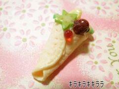 デコ*ケーキ<樹脂粘土>フルーツたっぷりクレープ
