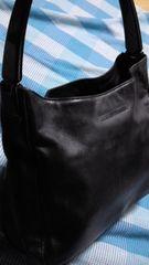 鑑定済人気のブラックレザーPRADAトートバッグ