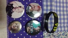 BIGBANG☆ジヨン缶バッジ4個とラバーブレスレット☆G-DRAGON
