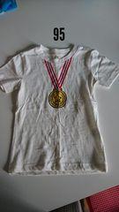 白にメダル模様の半袖Tシャツ