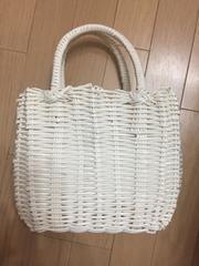 ホワイト ストローバック 編み籠カバン