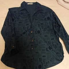 スタディオクリップ 紺色プリント柄シャツ