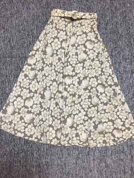 ベージュ系 花柄 ロングフレアスカート 共布ベルト付