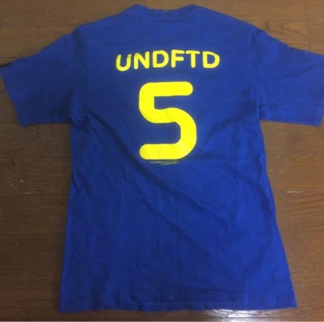 UNDEFEATED SMALL Tシャツ < ブランドの