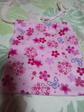 ☆新品ピンク×桜蝶柄ナナメ掛巾着袋