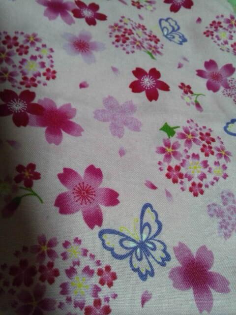 ☆新品ピンク×桜蝶柄ナナメ掛巾着袋 < キッズ/ベビーの