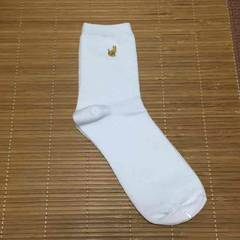 WEGO・ワンポイントゴールドネコ刺繍ソックス。ホワイト