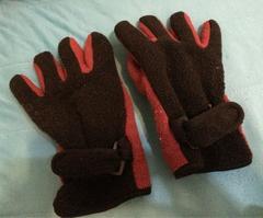 モコモコ温かいフリース手袋◆黒×赤◆フリーサイズ◆指長さS
