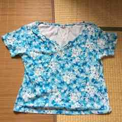 エスニック古着・ブルー系タイダイ&ハイビスカス柄Tシャツ。