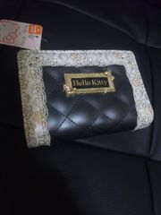 ☆新品[ハローキティ]L字ファスナー付き二つ折り財布
