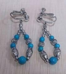 天然石とシルバービーズのイヤリング
