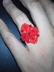 赤ビーズの指輪鮮やかな赤で可愛いです☆送料120円