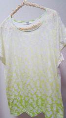 AZUL お花柄Tシャツ☆Mサイズ(ゆったりめ)