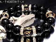天然石★12ミリ金彫り梵字六字真言黒瑪瑙金色ロンデル数珠オニキス