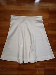 新品同様美品ユニクロホワイトフレアスカート白スカートS〜M