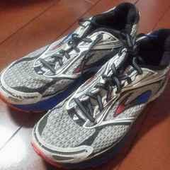 ブルックス ランニングシューズ 25 美品 ジョギング マラソン