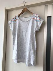 H&M  ビジュー付きTシャツ