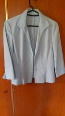 �I淡いブルーのジャケット