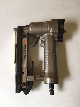 マックス エアネイラ TA-3481425J 4�o ジャンク品 タッカー