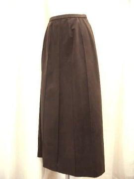 【YUKIKO HANAI】ピンタックのダークブラウンロングスカートです