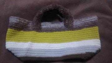 手編みのミニバッグ