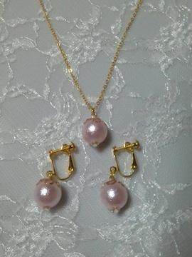 ハンドメイド/パールのイヤリングとネックレスのセット/ピンク/結婚式/パーティー/ピアス可