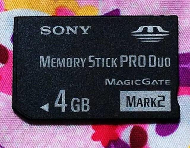 送料無料 中古 SONY ソニーメモリースティック PRODuoの4GB マジックゲート対応  < PC本体/周辺機器の