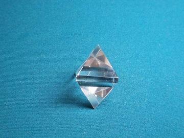 ☆天然水晶の正八面体☆ヒーリングオブジェ 33mm程