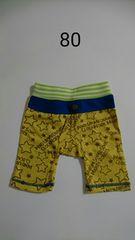 黄色の星柄の半ズボン