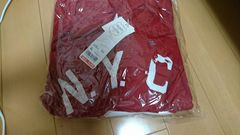 UNIQLO、ユニクロ、スウェット、XL新品未使用、シワあり赤色。