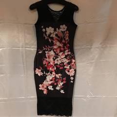 海外◆新品保管品◆黒+大花美ラインミディアムドレス◆L