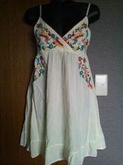 レモン色×チロリアン花柄刺繍のキャミワンピ