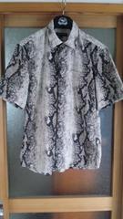 新品スネーク柄の個性的な半袖シャツ 送料込み