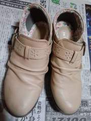しまむらの花柄の靴、ベージュ色、24.5�p、LLサイズ