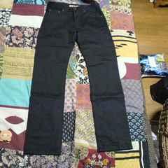 UNIQLO/ユニクロブラック ストレート フィト パンツ