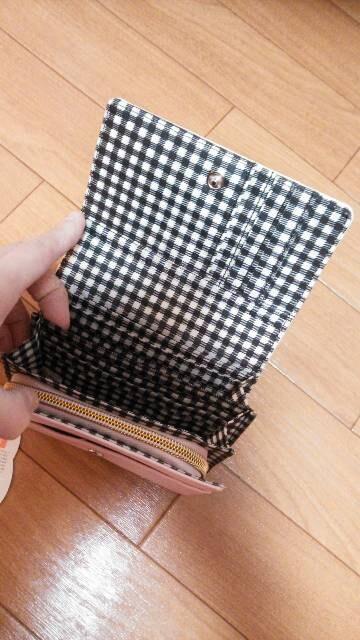 ☆新品 二つ折り財布☆花柄キティちゃん☆ < 女性ファッションの