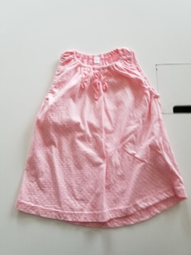 ピンクに白水玉の袖なしTシャツ95
